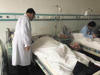 医院正在给吕女士进行治疗。