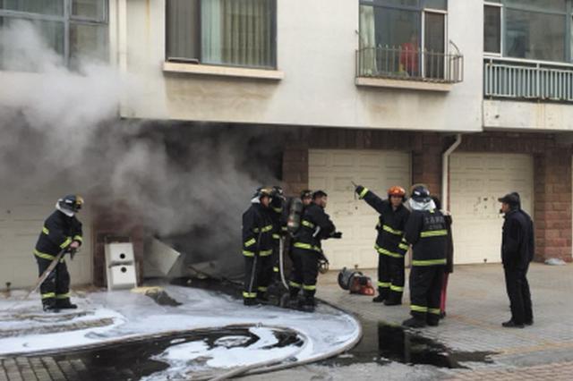 车库内突然冒烟消防赶到救援