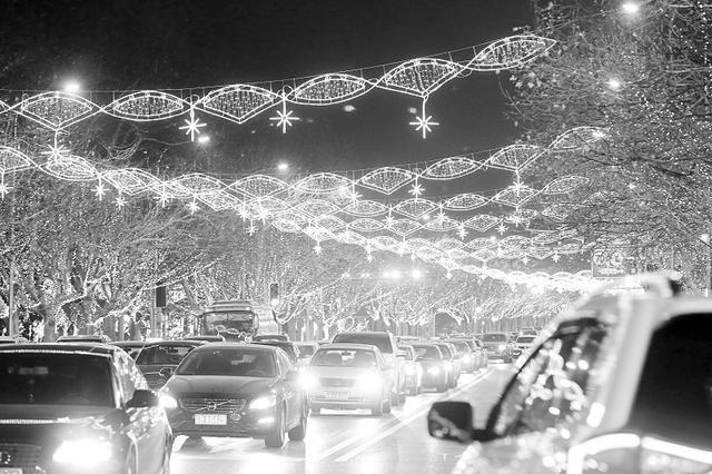 沙区路街点亮近10万灯组