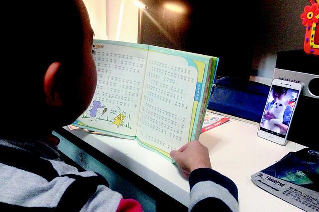 孩子寒假作业要讲故事给宠物听