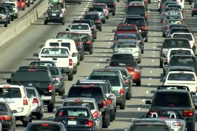 腊月二十八高速公路将现车流高峰