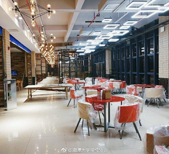 Căng tin trường đại học xịn sò như nhà hàng cao cấp, có cả thang cuốn phục vụ sinh viên - Ảnh 6.
