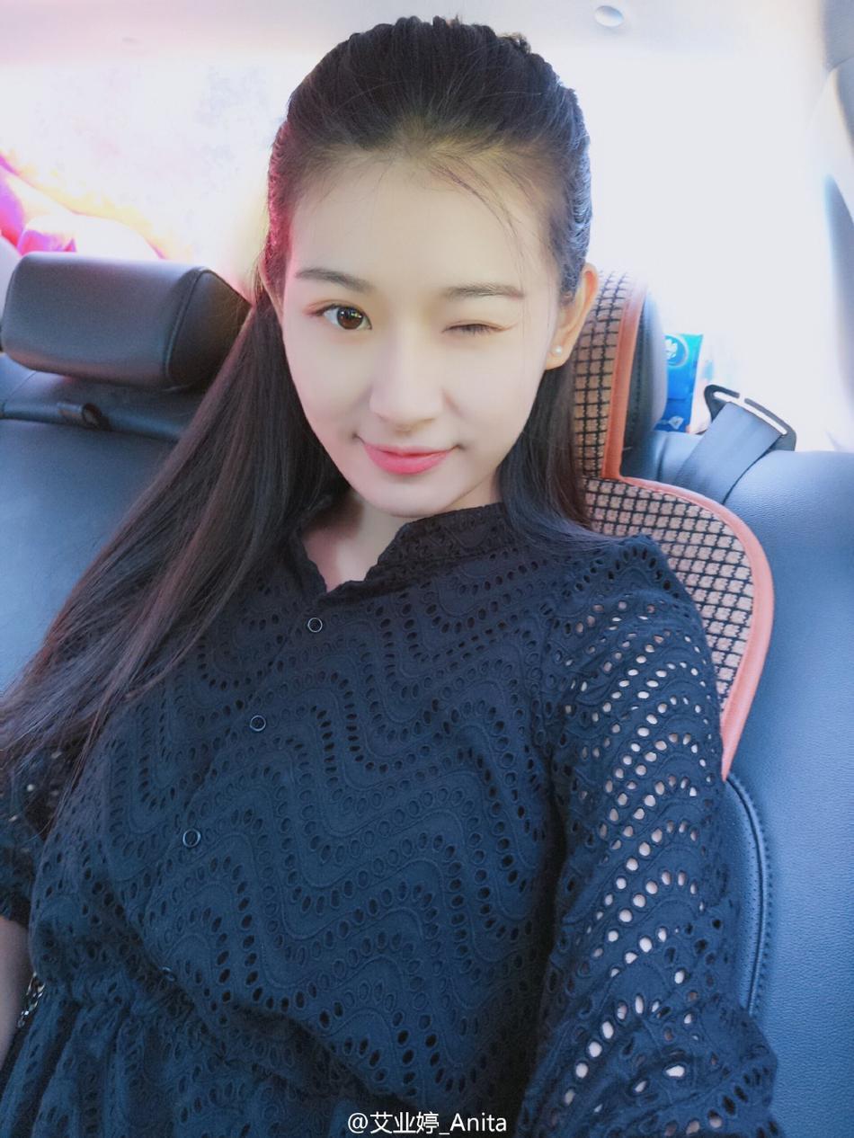 组图:撞脸刘亦菲!中戏女生素颜清纯大长腿