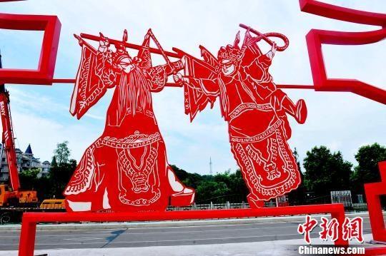 组图 巨型剪纸造型文化墙扮靓江西乐平街头