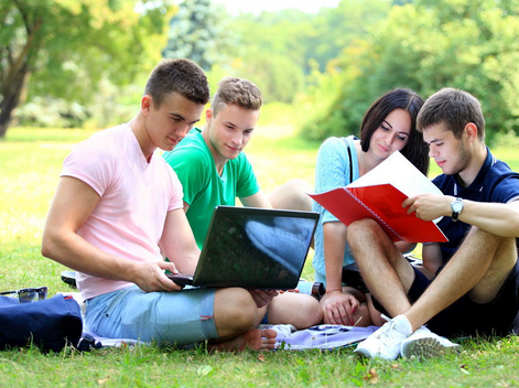 高考报志愿五大技巧:名校和热门专业哪个优先?