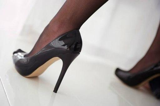 双语:教你几招缓解穿高跟鞋脚痛