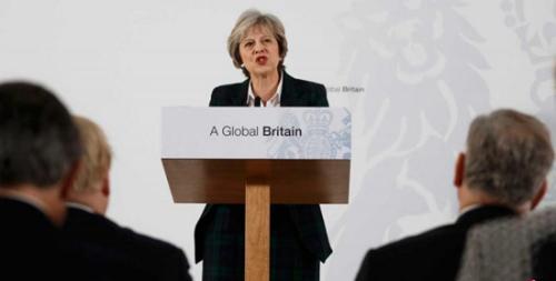 """英首相称英国拟着眼""""硬脱欧"""" 将限制移民流动"""