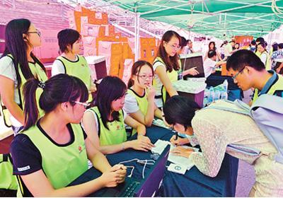 中国10年资助学生近8亿人次 金额超1万亿元