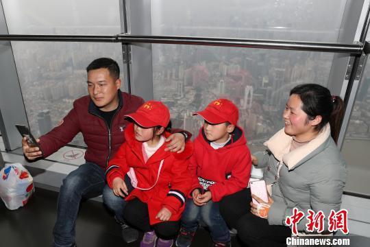 15位留守儿童到访上海 呼吁社会关注留守儿童
