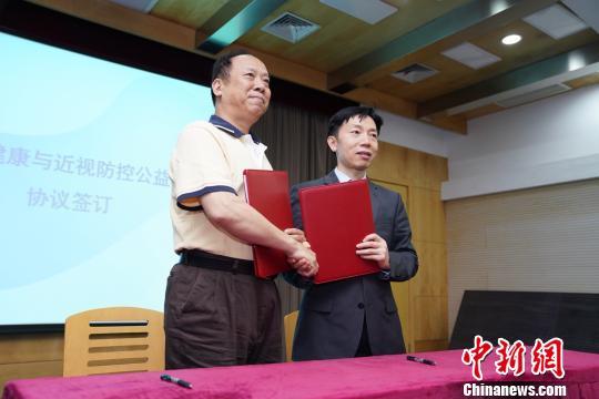 上海医疗界、教育界、学界、业界等汇聚智慧和力量,共同科学防控青少年近视。 慕梁 摄