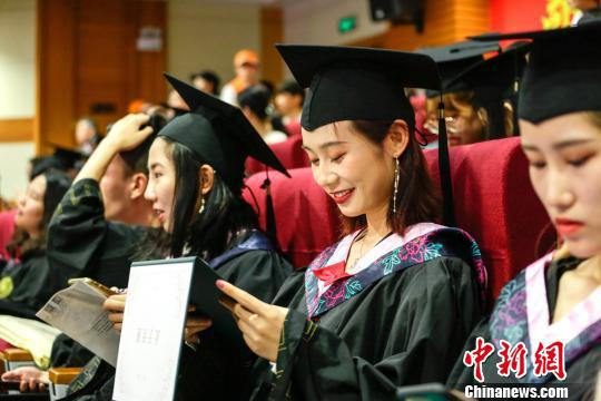 快乐毕业。 朱鲜艳 摄