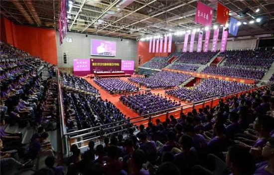 南京大学2018开学典礼现场。 来源:南京大学新闻网