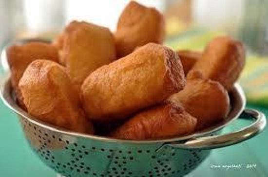 [en]Pastries, either savory or sweet, are also widespread in Indonesia:
