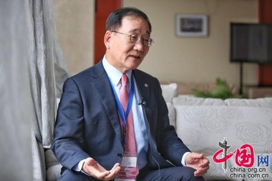 韩国延世大学校长金用学接受中国网《中国访谈》专访。(摄影/郑亮)
