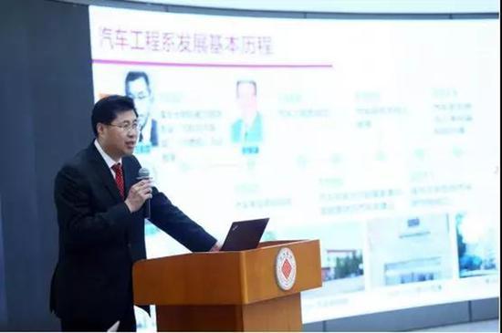 汽车工程系主任杨殿阁教授在校学术委员会汇报