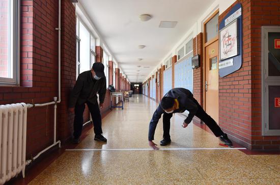 设体温筛查拆分班级 北京各校为高三开学做准备