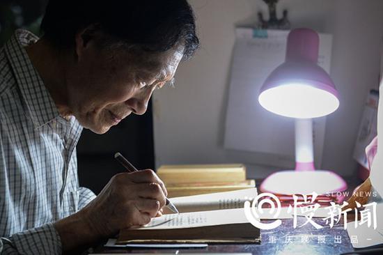 83岁的老人到大学旁听古汉语课 与同学相差60岁