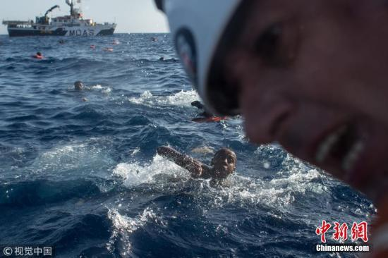 """欧盟四国达成一致 分摊""""宝瓶号""""船上58名无证移民"""