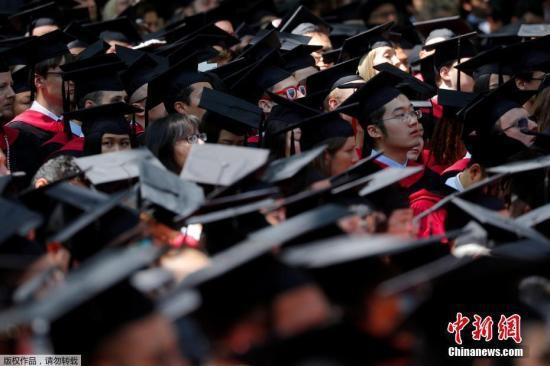 资料图:当地时间2018年5月24日,美国马萨诸塞州,哈佛大学举行毕业典礼。