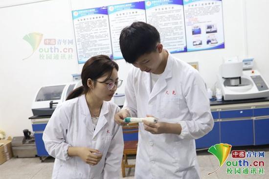 李宗蔚与王淼。受访者供图