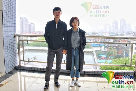 李宗蔚与王淼。中国青年网通讯员 肖福生 摄