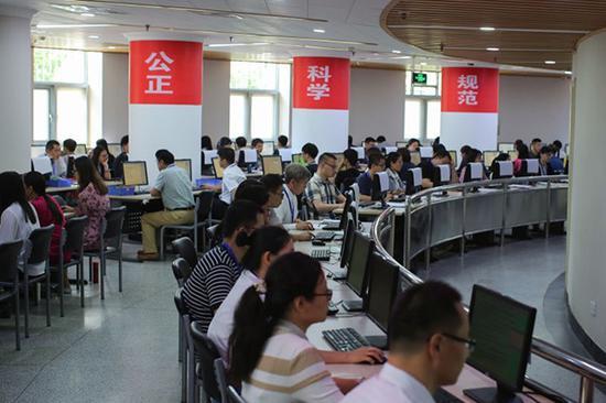 清华大学的高考数学阅卷现场向媒体开放