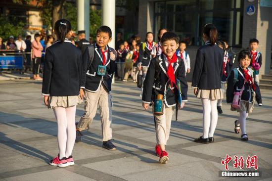 资料图:开学季,学生们开始返校上课。张云 摄