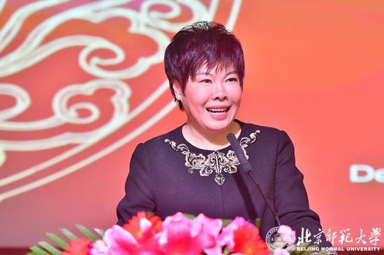 著名文化学者、北京师范大学教授于丹主持典礼