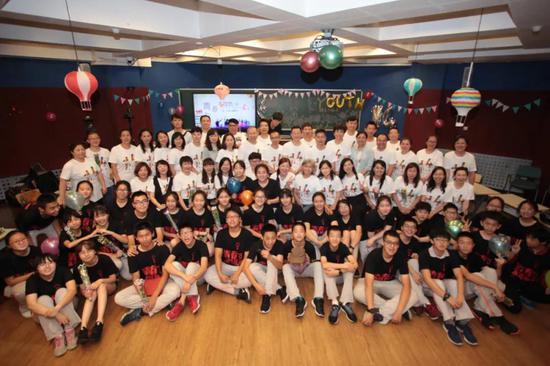 洪梅老師邀請家長與學生共慶14歲生日