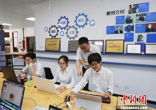 6月26日,北京财贸职业学院校本部举行贯通培养试验基础教育阶段转段季活动。 云凯杰 摄