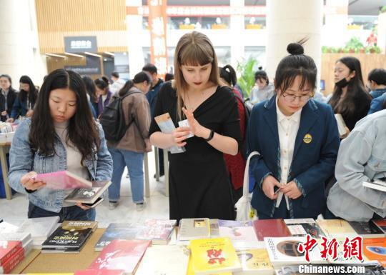 """俄罗斯女孩圆""""中国梦"""":未来当教师传播汉语"""