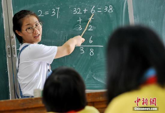"""1个老师2个学生 90后老师的""""麻雀学校""""开学了"""