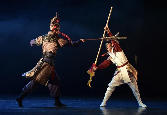 中国古典舞剧《宝莲灯》中沉香力斗二郎神。