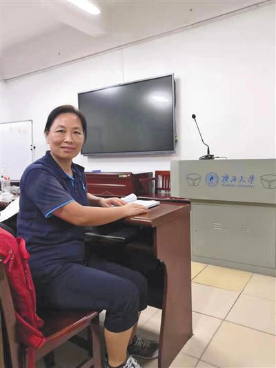 9月11日,原梦园在广西大学的教室里学习。受访者供图