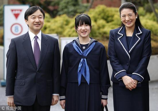 爱子在初中开学典礼上(视觉中国)