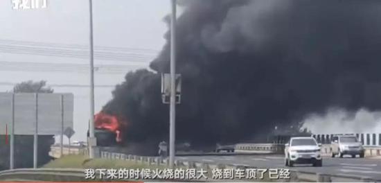 幸运的是,车上无人员受伤,不过大部分行李箱被烧毁。