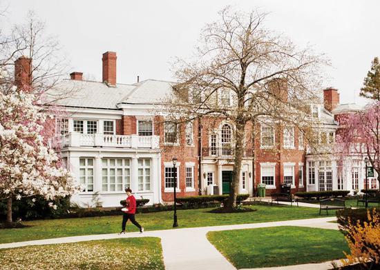 有57年历史的纽伯里学院即将关闭。 图片来源 美国《大西洋月刊》杂志