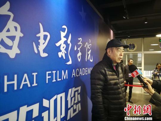 上海电影学院导演专业首度招生,院长陈凯歌巡考,并分享其对人才培养的思考。 许婧 摄