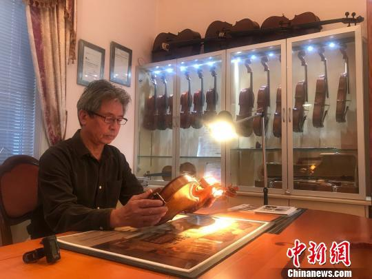 """澳大利亚华人提琴制作大师陆伟光:""""痴""""琴一生"""