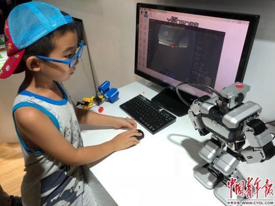 人工智能时代的原住民:3岁做拼插 5岁学编程