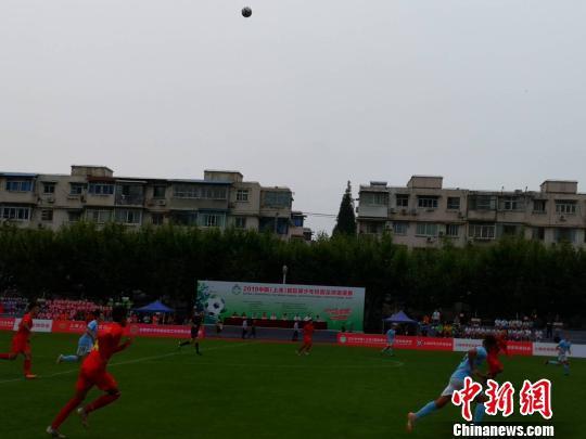中国校园高校国家队和来自澳大利亚的墨尔本城市队举行了揭幕战。 陈静 摄
