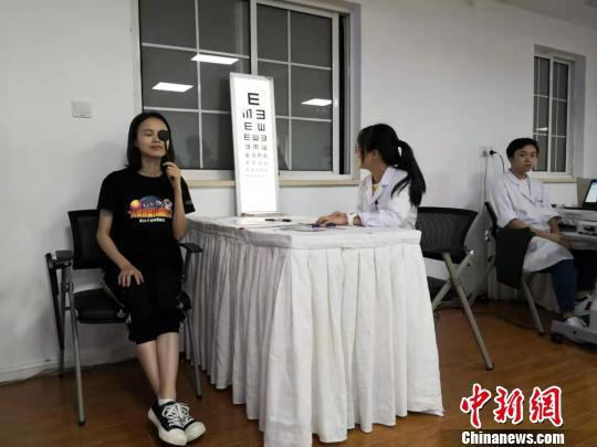 """上海率先出台""""中小学生屈光不正筛查规范"""""""