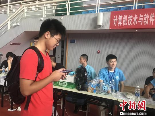 图为新生报到现场。武汉职业技术学院供图