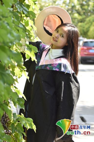 信阳师范学院毕业生李瑶。受访者供图