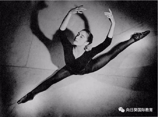 舞蹈中的Gillian Lynne
