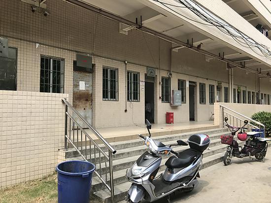 广州花都区国光公司所在地,此办公楼一层为多家劳务派遣公司驻厂办公室。
