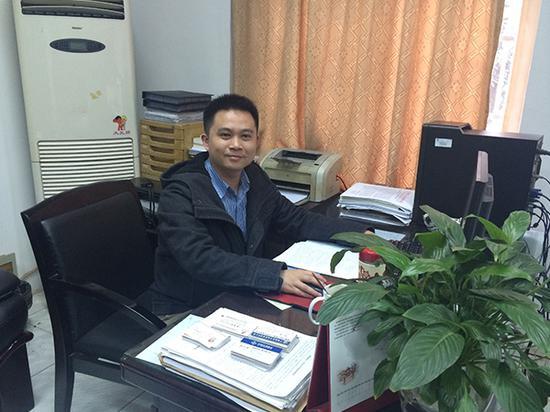毕业生就业签约后到办公室?#34892;?#34081;湘粤并拍摄的照片 受访者供图