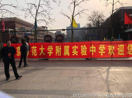 实验的开放日,吸引了全北京最顶尖的学生家长,没地儿坐,站着听完了宣讲