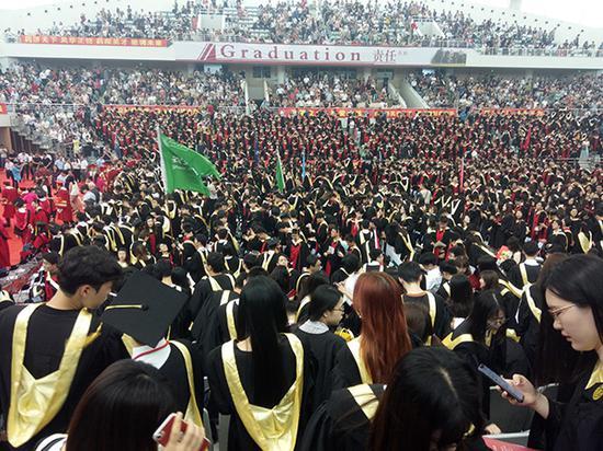 站在人生新起点 大学应届毕业生七八月的忙碌与关注