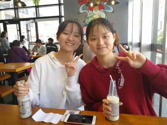 王雙文(左)和王雙成 來源:四川大學